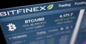 Почему курс биткоина на Bitfinex выше относительно других бирж?